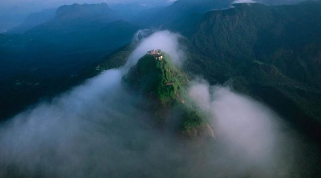 sri-lanka-salita-adams-peak-sri-pada-thestylelovers-com_-1024x571